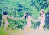 日本偶像团体BiS野外全裸奔跑拍逆天MV
