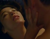 点击观看《床震视频大全视频,亲吻、脱内衣的视频》