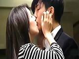 美女从被强吻到主动吻男人,看来男人有时还得强硬些!